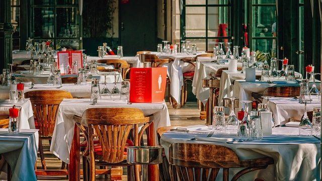 レストランの座席