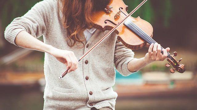 バイオリン女性