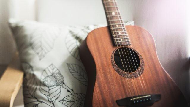 クッションとギター